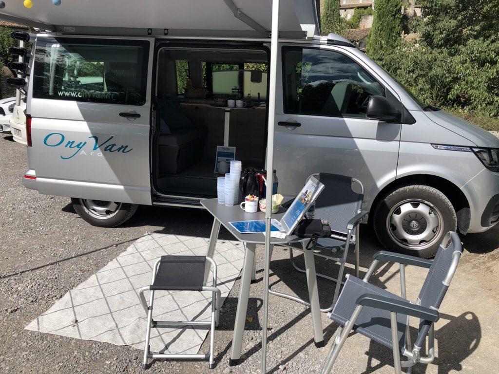 location-van-amenage-campervan-ardeche-volkswagen-california-terrasse